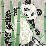 パンダのモザイクアート壁画、小学校