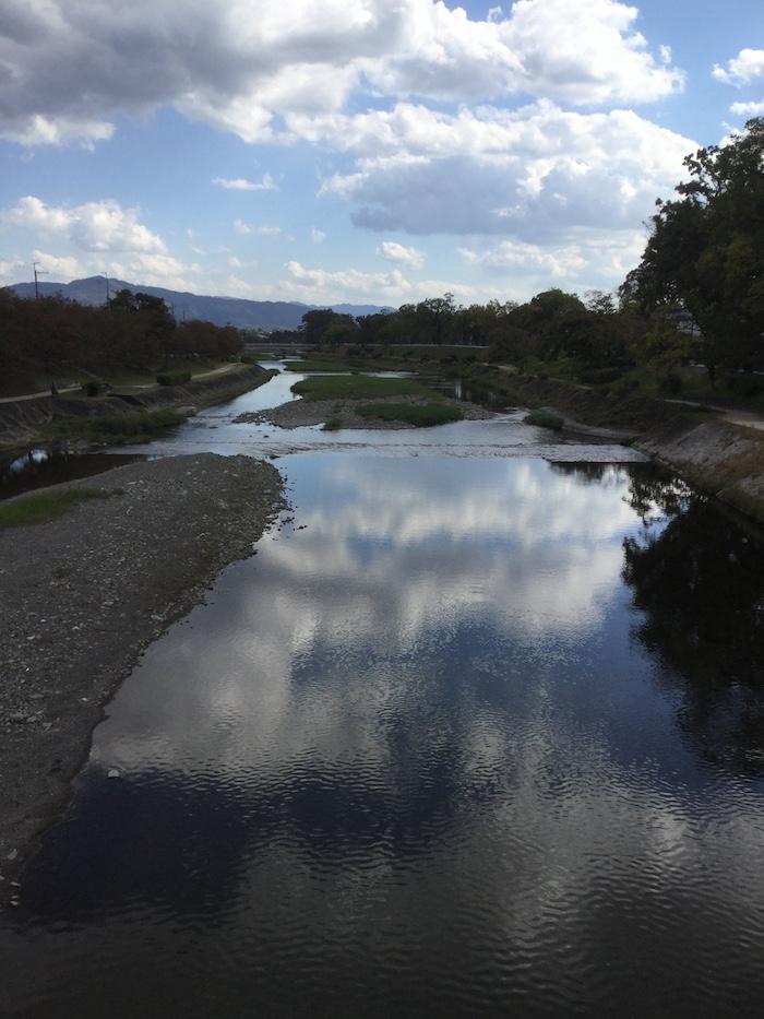 上賀茂神社 賀茂川の大空