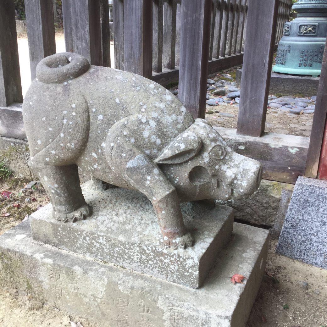 狛いのしし武蔵御嶽神社